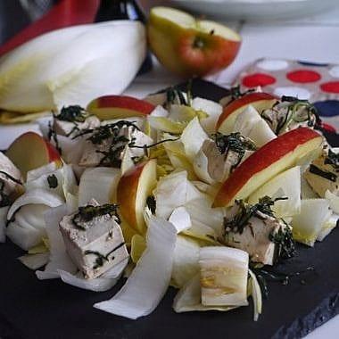 Salade d'endives au tofu, pomme et estragon