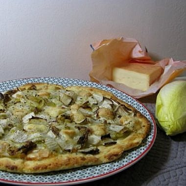 Pizza de pommes de terre aux endives et vieux Lille
