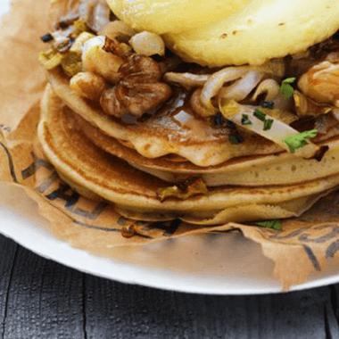 Pancakes, rigotte de Condrieu AOP, compotée d'endives & noix