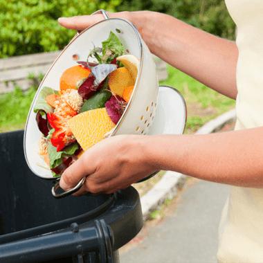 Gaspillage : 50 % des français jettent des fruits et légumes mais…