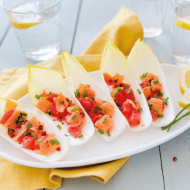 Feuilles d'endives farcies au tartare de saumon et pamplemousse
