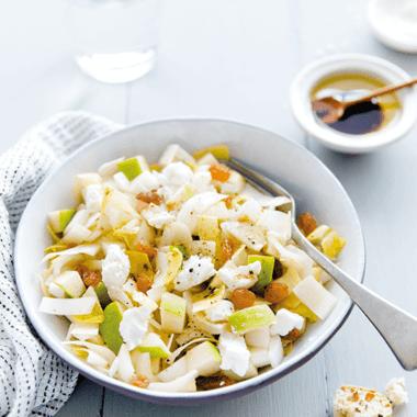 Salade d'endives aux pommes granny, au chèvre et aux raisins secs