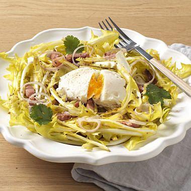 Salade de Pissenlit Blanc, Lardons et Oeuf mollet